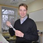 Дмитрий Гиляров с пипеткой
