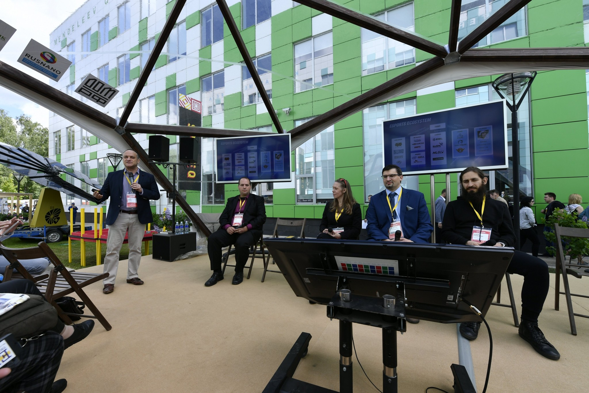 The movers and shakers behind the Skoltech Esports Academy speak before a rapt audience during the Startup Village.