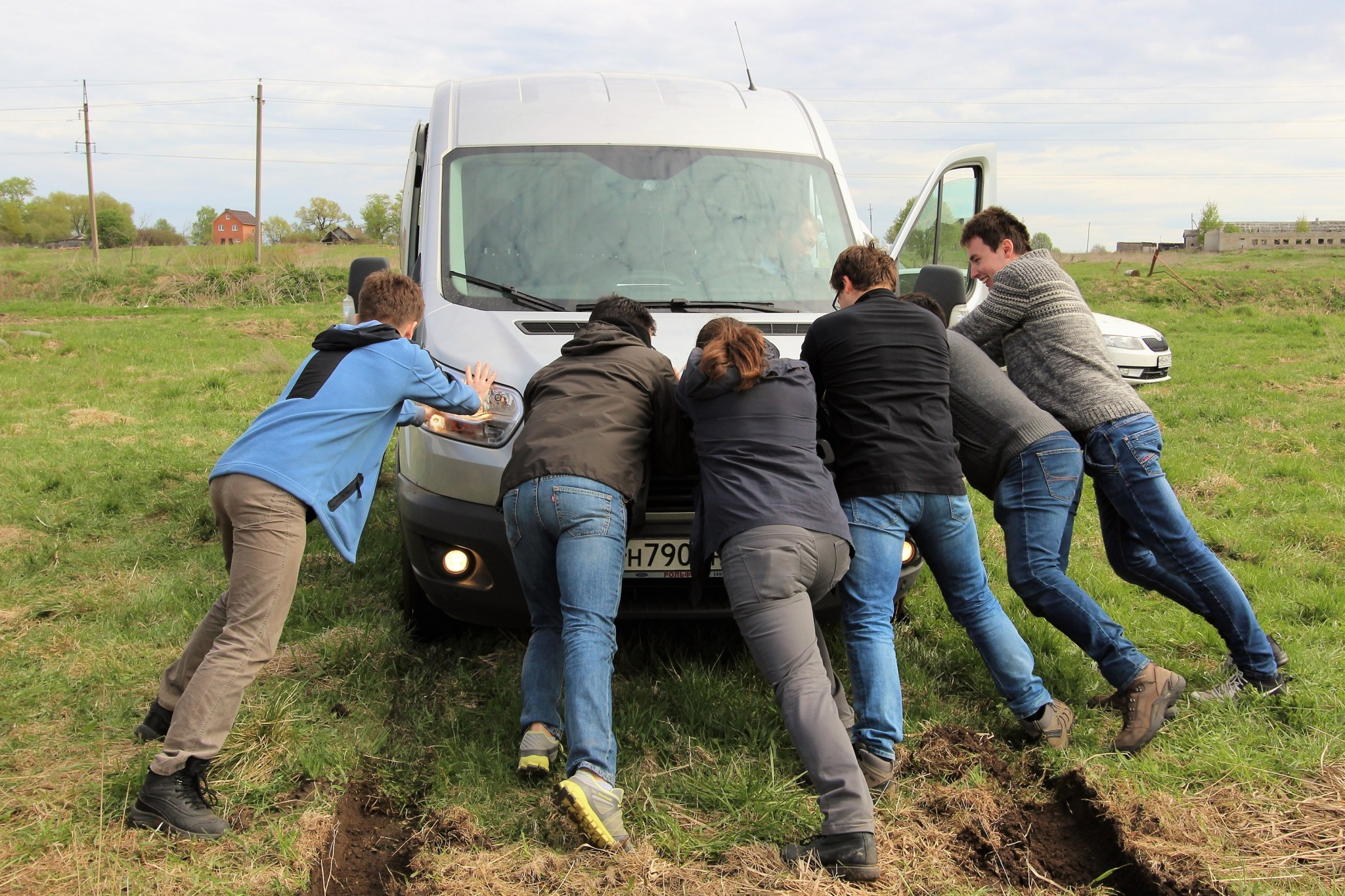 With the balloons safely afloat, the Skoltech crew thought it was in the clear. But alas, one of their vans got stuck in the mud, requiring the team spirit SE is known for. Photo: Skoltech.