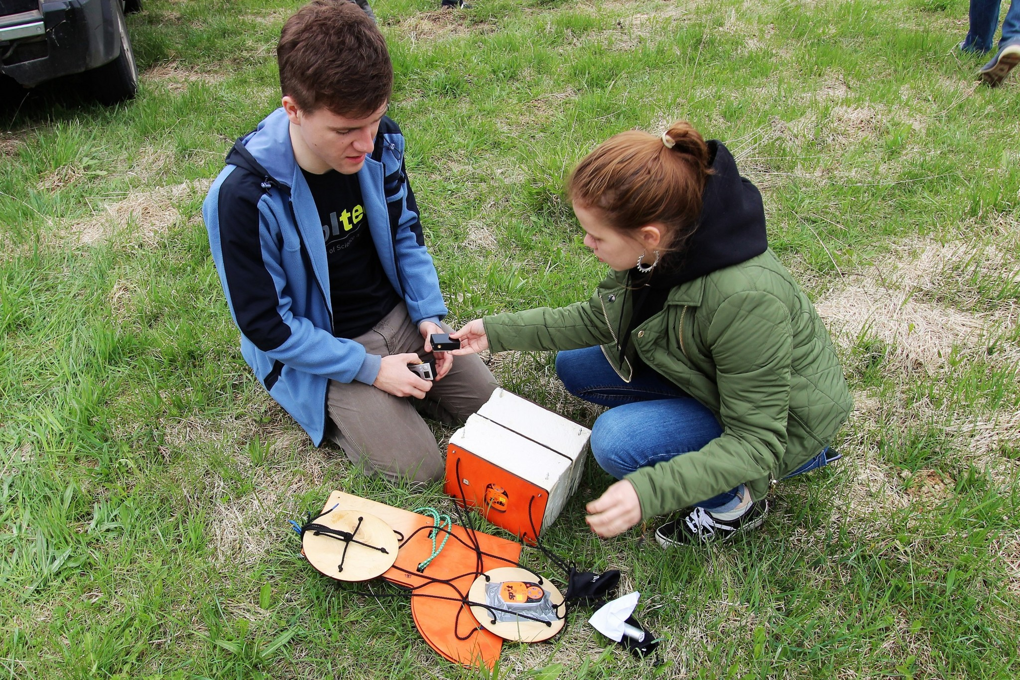 Ilya Yuskevich and Ksenia Smirnova work on their payload as they prepare to launch. Photo: Skoltech.