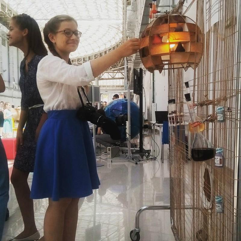 A Sirius student works on her lamp. Photo: Anton Krotov // Skoltech.