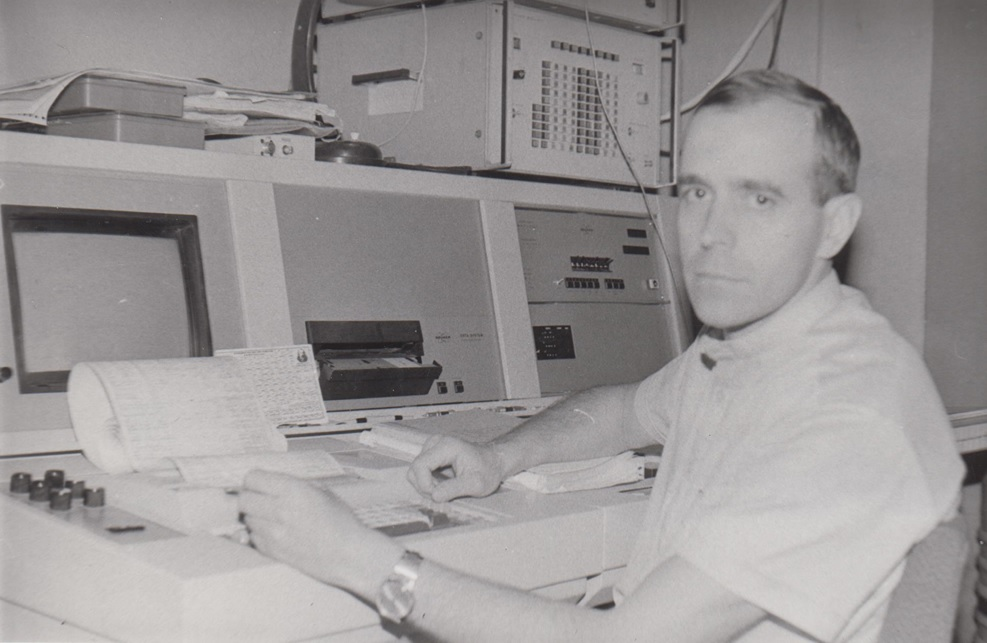 Nikolaev hard at work on the neutrino project in 1984. Photo: Evgeny Nikolaev.