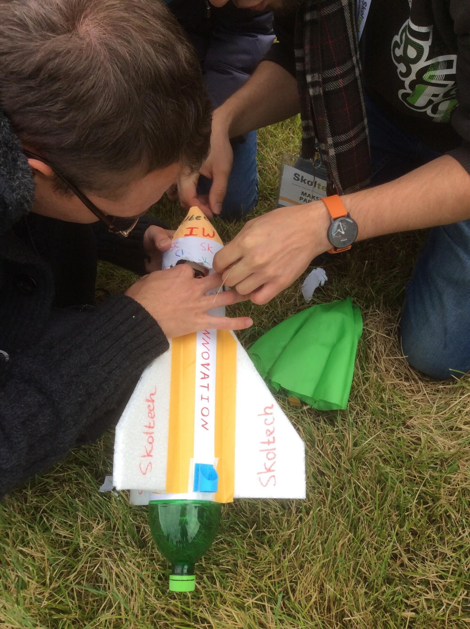 Students work on constructing a miniature rocket. Photo: Skoltech.