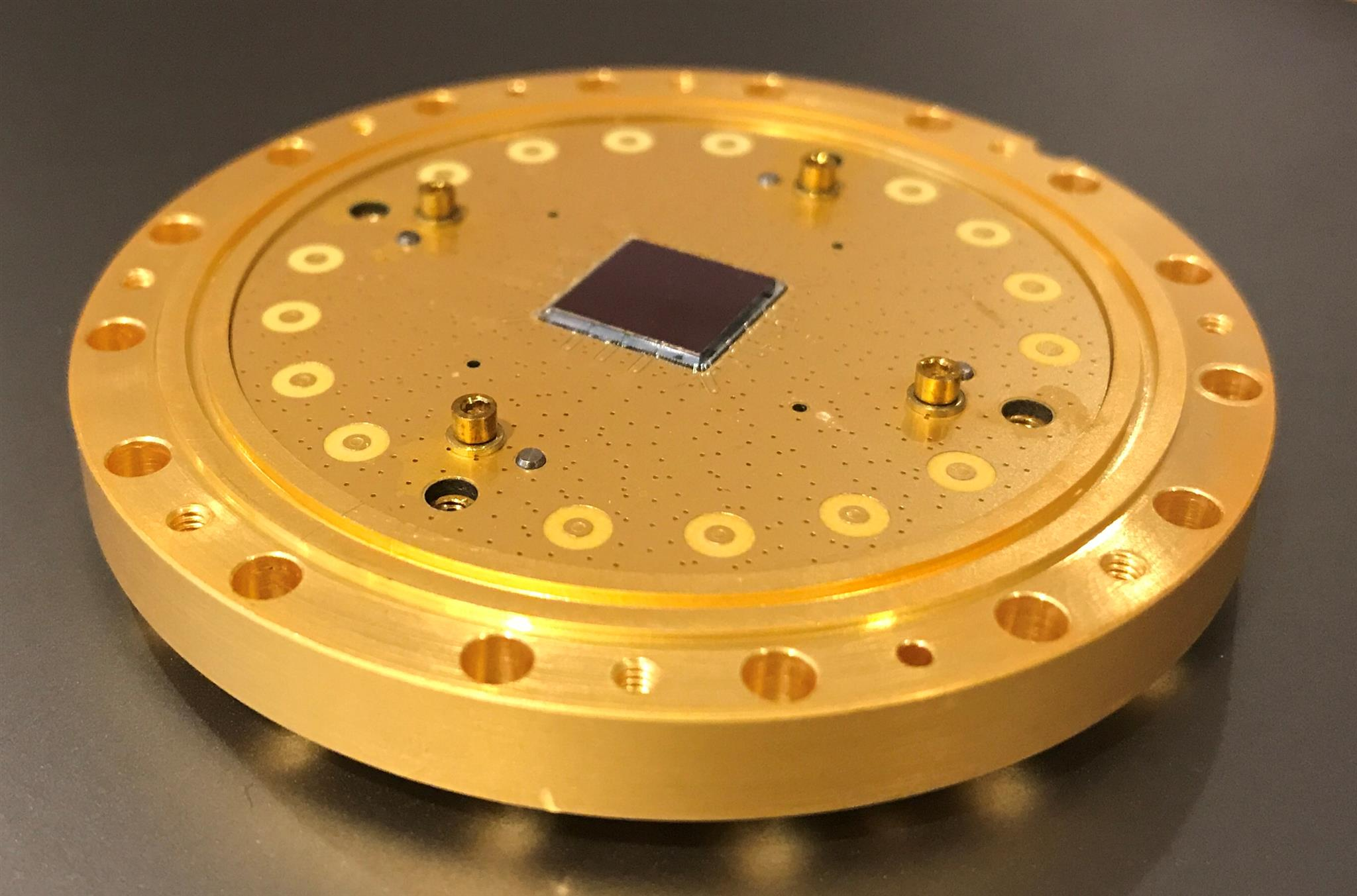 An 8-qubit quantum processor made by California-based quantum computing startup, Rigetti. Photo: Jacob Biamonte // Skoltech.