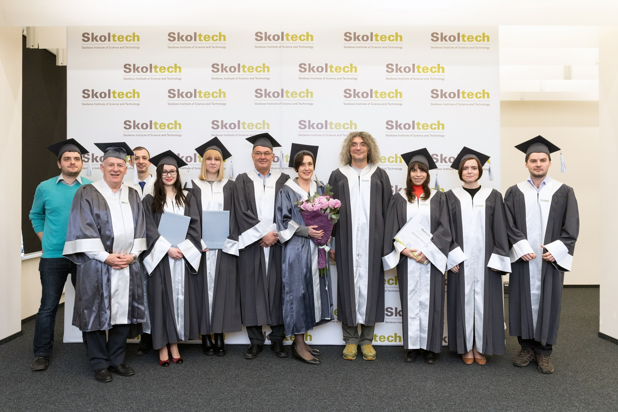 Skoltech's first class of doctoral graduates pose with their professors and members of the institute's leadership upon receiving their diplomas. Photo: Skoltech.