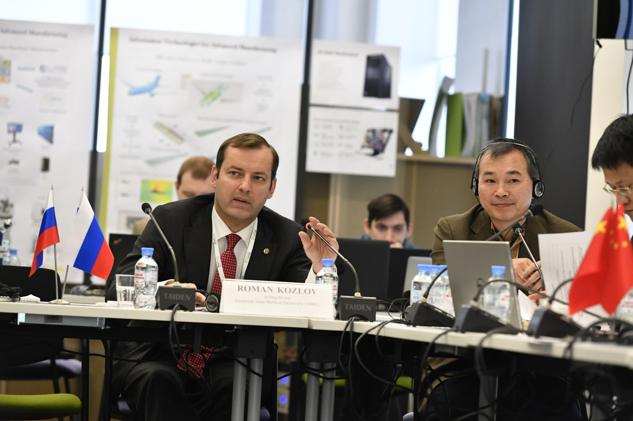 Professor Roman Kozlov of Russia (left) and Dr. Zheng Zeng of China. Photo: Skoltech.