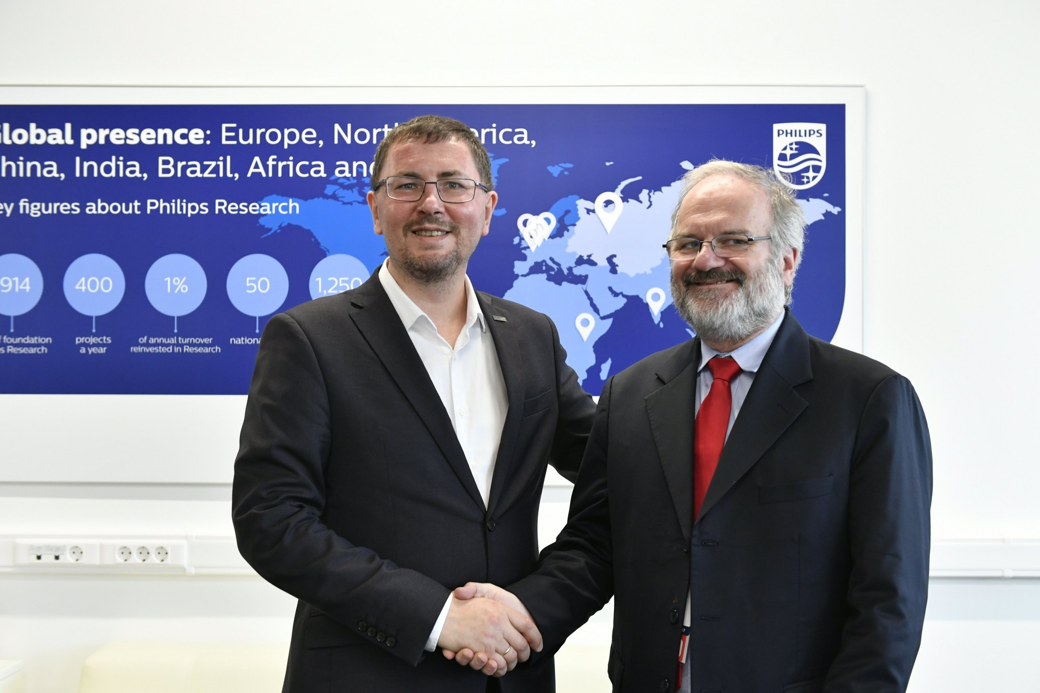 Skoltech Professor Maxim Fedorov with Dr. Hans-Aloys Wischmann,  Innovation Program Manager for Philips Research, who is responsible for the Philips-RUS lab, pictured during the event where they announced the Big Health partnership. Photo: Skoltech.