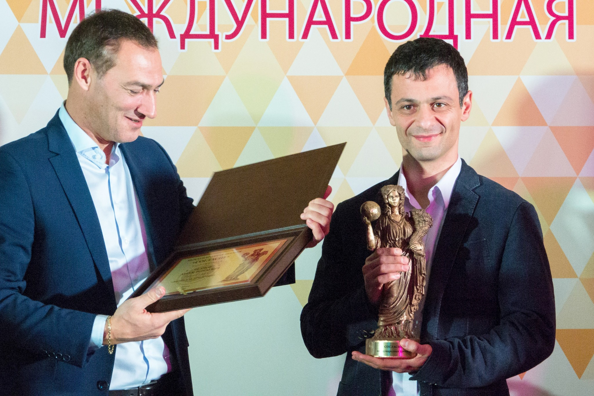 Oganov becoming the youngest person to receive the Concord prize, awarded by the Union of Russian Armenians in collaboration with the Government of Russia and the Russian Presidential Council for Interethnic Relations. Photo: Skoltech.