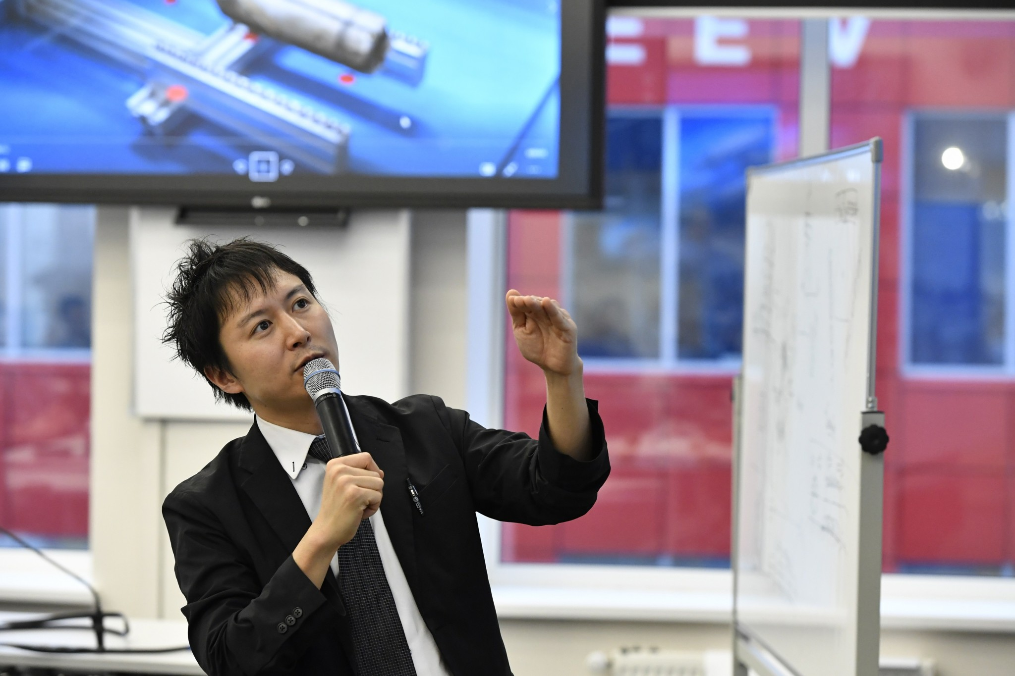 Professor Kenjiro Tadakuma of Tohoku University in Japan delivers a guest lecture at Skoltech. Photo: Skoltech.