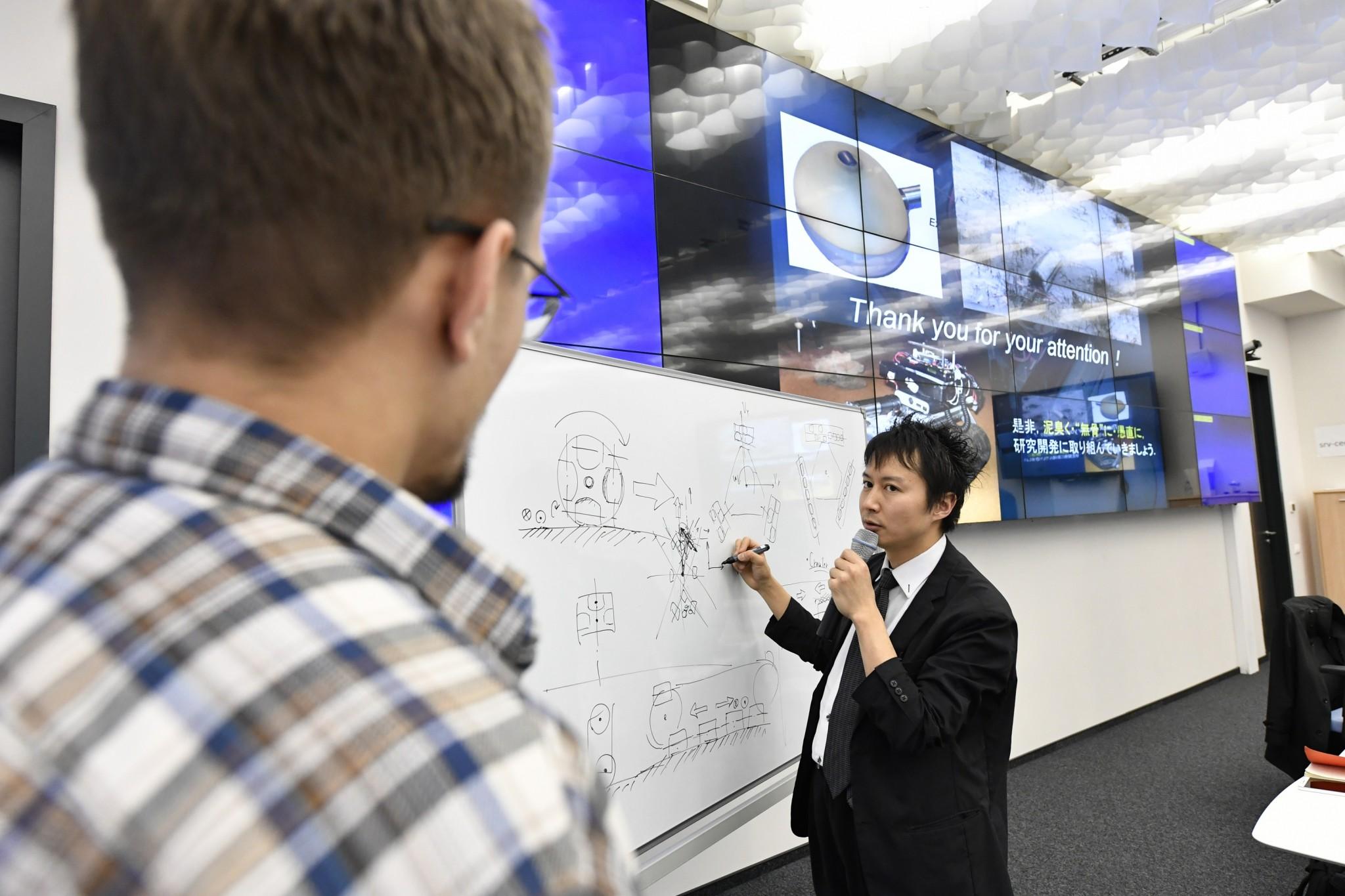 Tadakuma discusses his work with a Skoltech student. Photo: Skoltech.