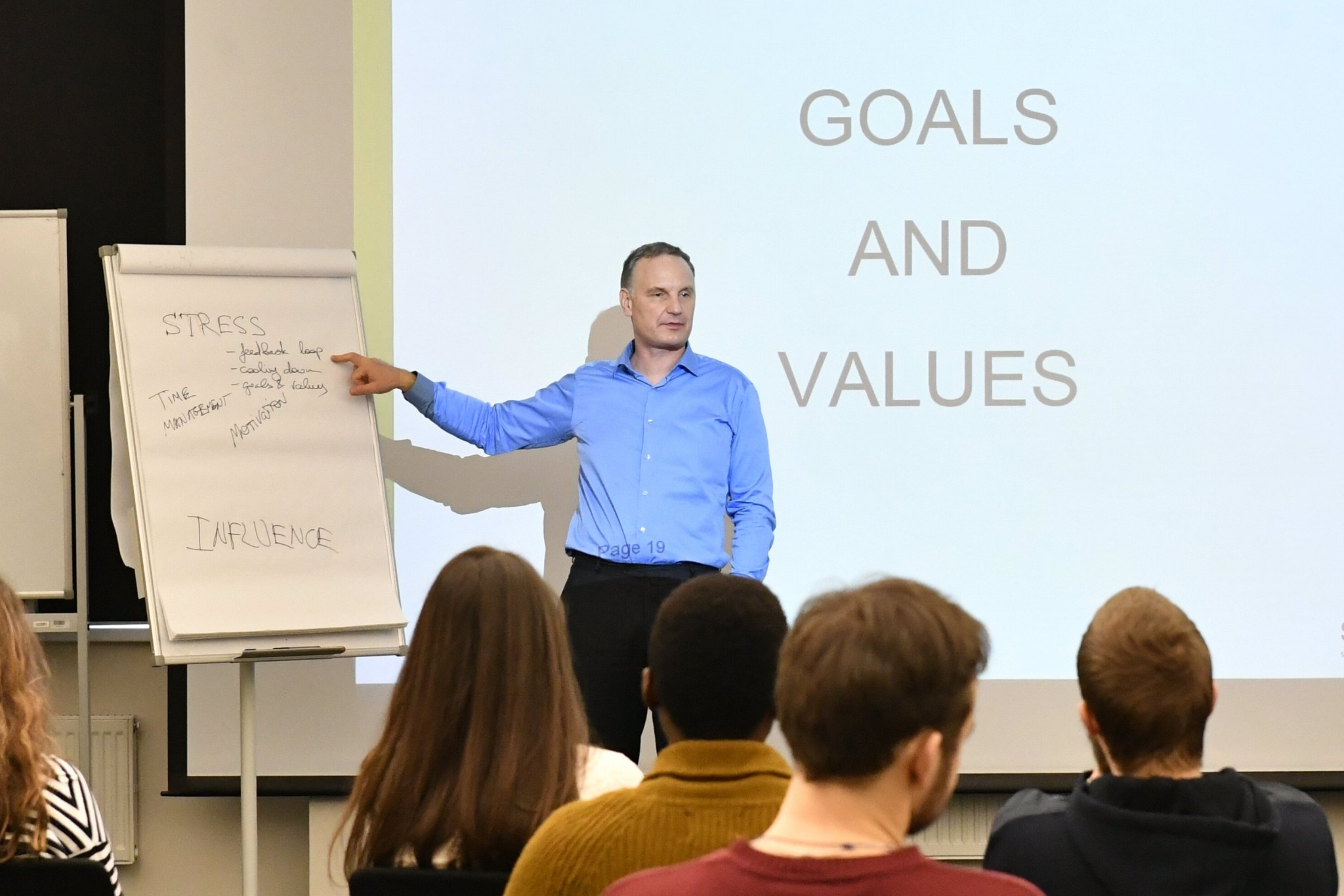 Kulish guides his students through an exercise aimed at identifying their goals and values. Photo: Skoltech.