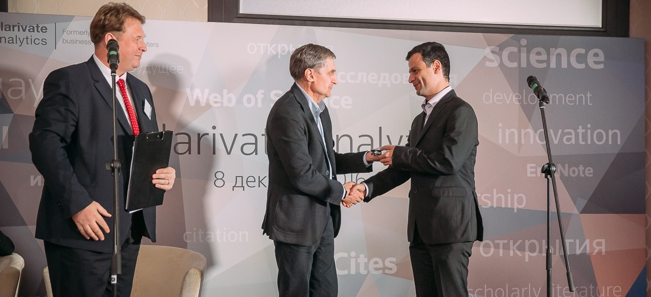 Skoltech Professor Artem Oganov accepts his prize at the Web of Science Award ceremony on Thursday, where Professor Konstantin Severinov and Skotech as a whole were also honored. Photo: Skoltech.