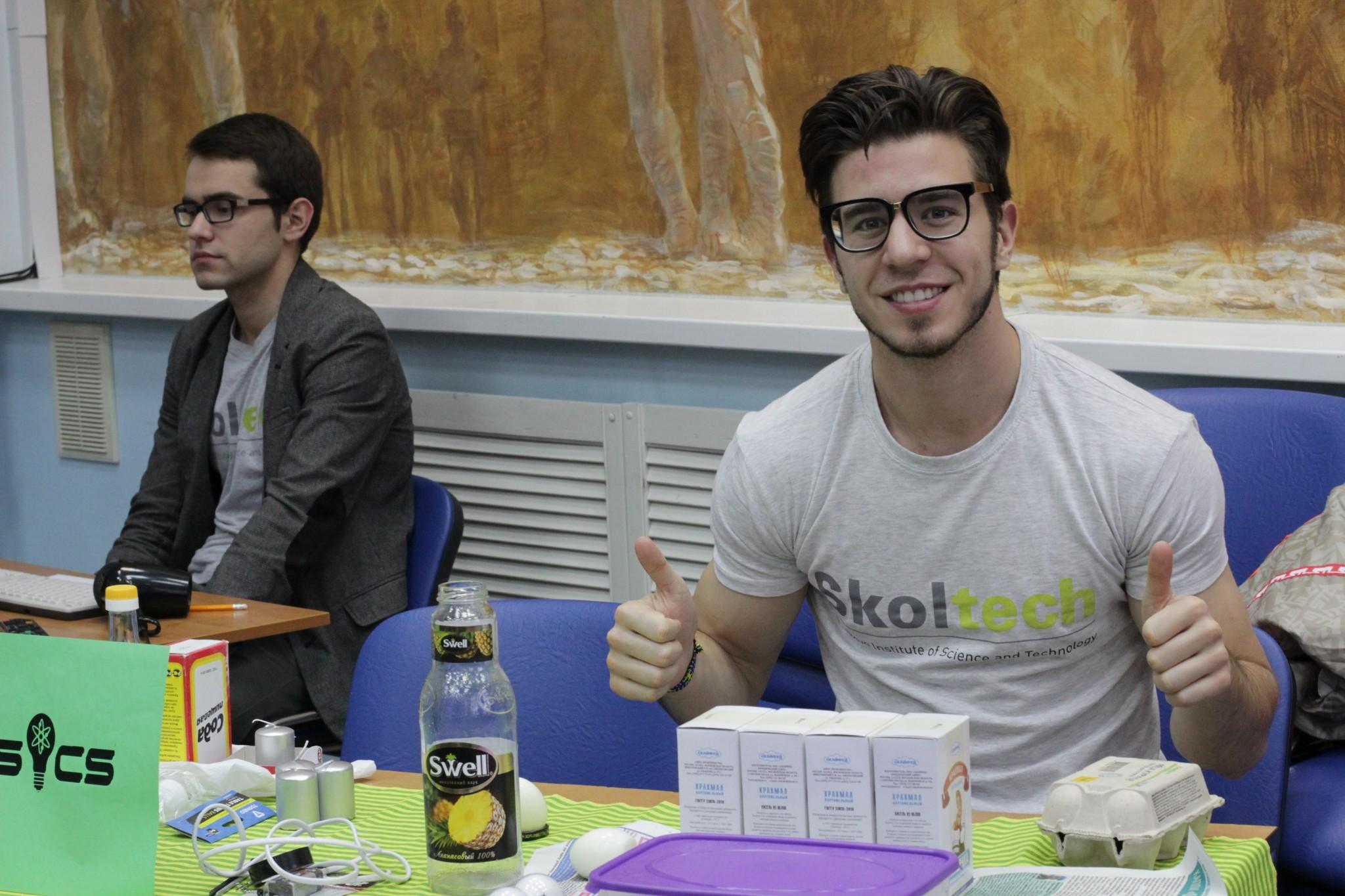 Skoltech students Charles Bellina (right) and Oleg Sudakov man the physics station. Photo: Skoltech.