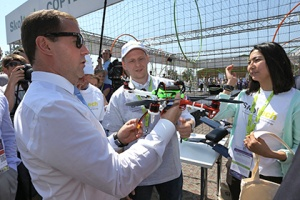 PM Medvedev receives a quadrocopter built by the Skoltech Student Engineering Club. Image courtesy RIA-Novosty