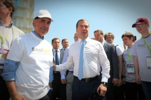 Russian Prime Minister Dmitry Medvedev meets and greets Skoltech president Ed Crawley and students
