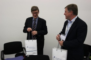 At the end, Prof. Dr. Wiestler exchanged gifts with Prof. Dr. Keith Stevenson, Provost of Skoltech.