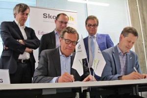 Signing the Composites Center (ASPEM) cooperation contract between Skoltech CREIs and Delft TU, in July 2014. Collaboration with international and Russian  partner institutions is a key to the CREIs' success.