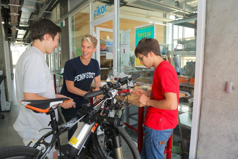 Students-hack-bike-IW-800x533