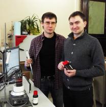Группа под руководством Дмитрия Кирсанова (слева) при поддержке междисциплинарной исследовательской инновационной программы Сколтеха, подала международную патентную заявку (согласно договору о патентной кооперации) на метод и систему калибровки.