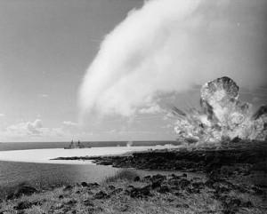 400px-TNT_detonation_on_Kahoolawe_Island_during_Operation_Sailoir_Hat,_sjot_Bravo,_1965