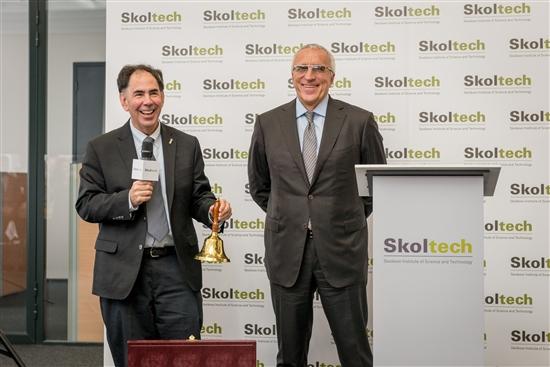 Два ректора: Эд Кроули (слева) и Александр Кулешов. Фото: Sk.ru
