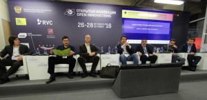 """Skoltechs round-table session, titled """"What is industrial internet?"""""""