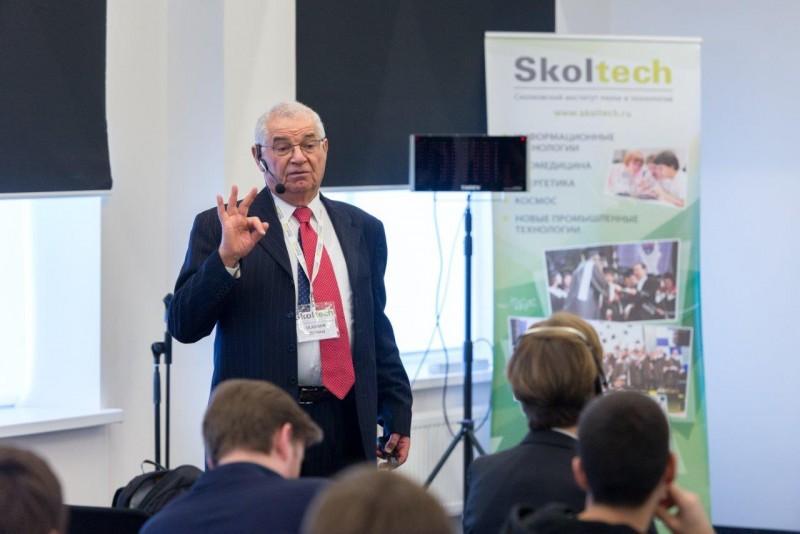 Всемирно известный российско-американский ученый Владимир Зельман, профессор Сколтеха и Университета Южной Калифорнии