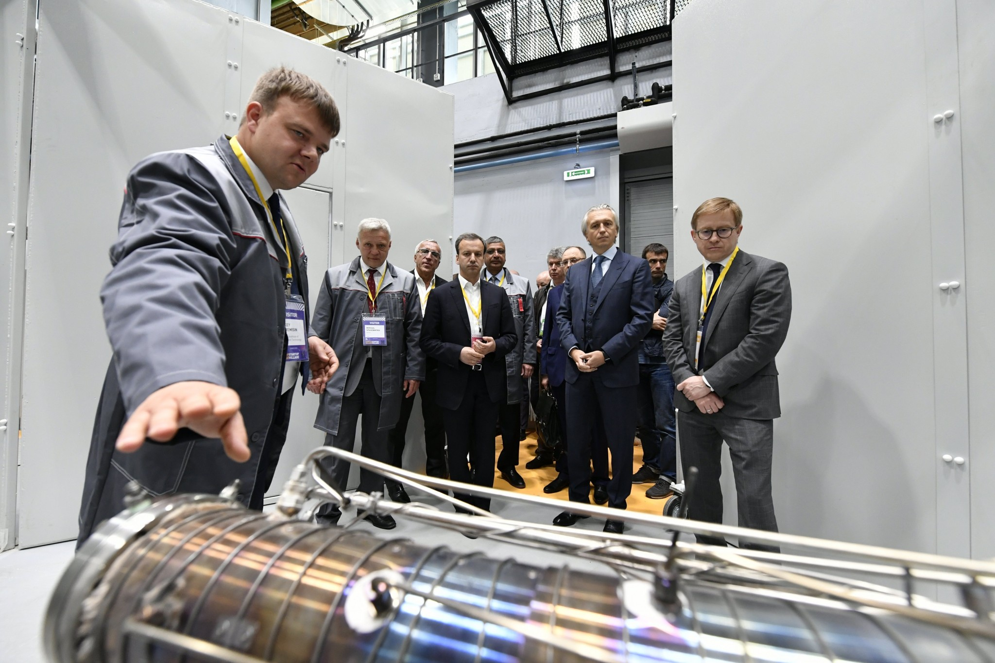 The leaders of Skolkovo, Skoltech and Gazprom Neft join Deputy Prime Minister Arkady Dvorkovich for a tour of Skoltech's new hydrocarbon recovery lab.