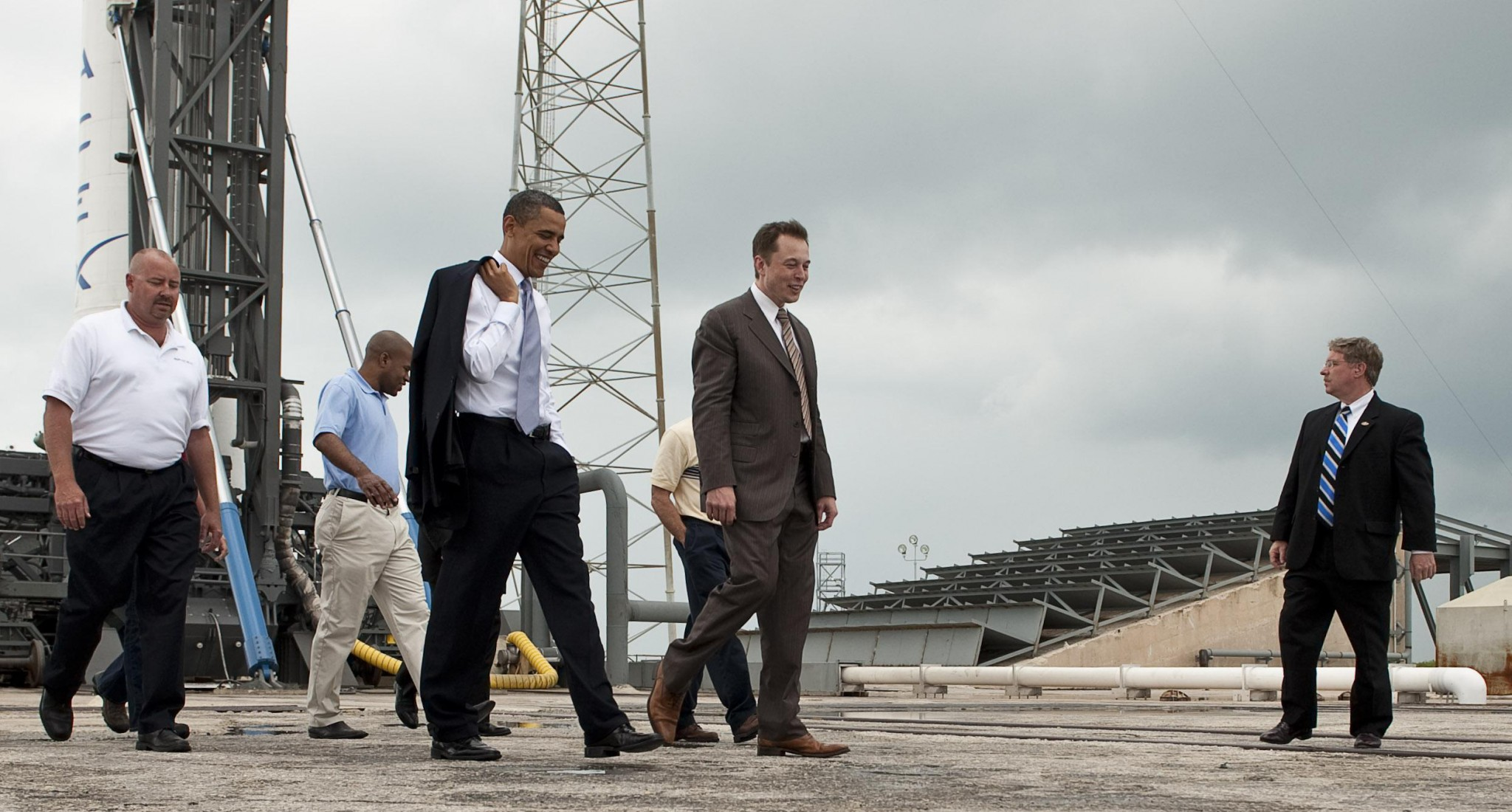 SpaceX founder Elon Musk (second to right) pictured with former US president Barack Obama at a SpaceX launch site in 2010. Photo: NASA // Wikipedia.