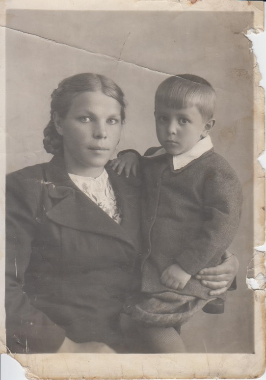 Nikolaev and his mother. Photo: Evgeny Nikolaev.