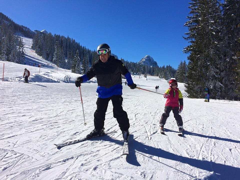 Nikolaev skiing with his granddaughter. Photo: Evgeny Nikolaev.