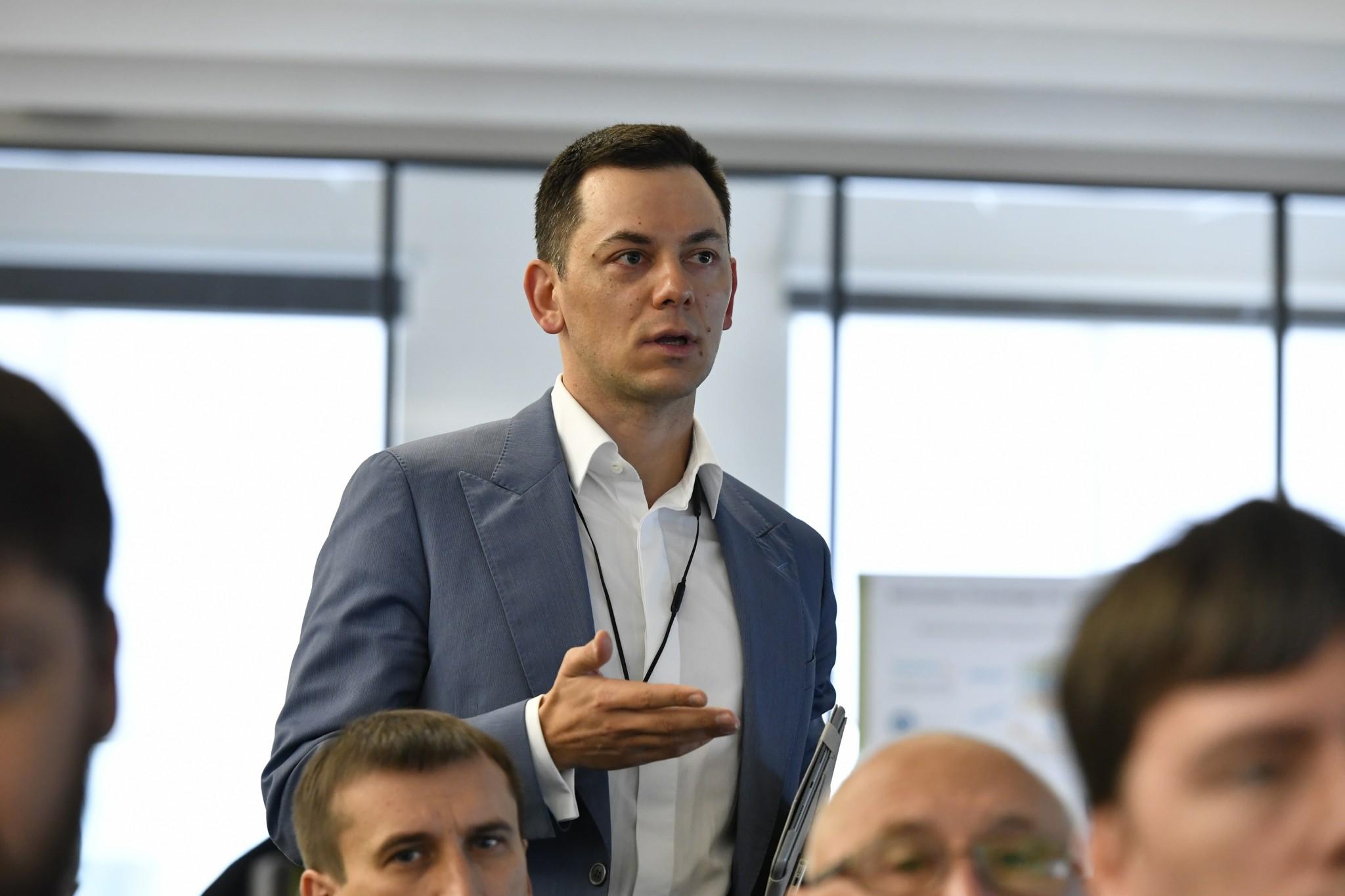 Dr. Sergey Morozov says a few words during the CoBrain Seminar. Photo: Skoltech.