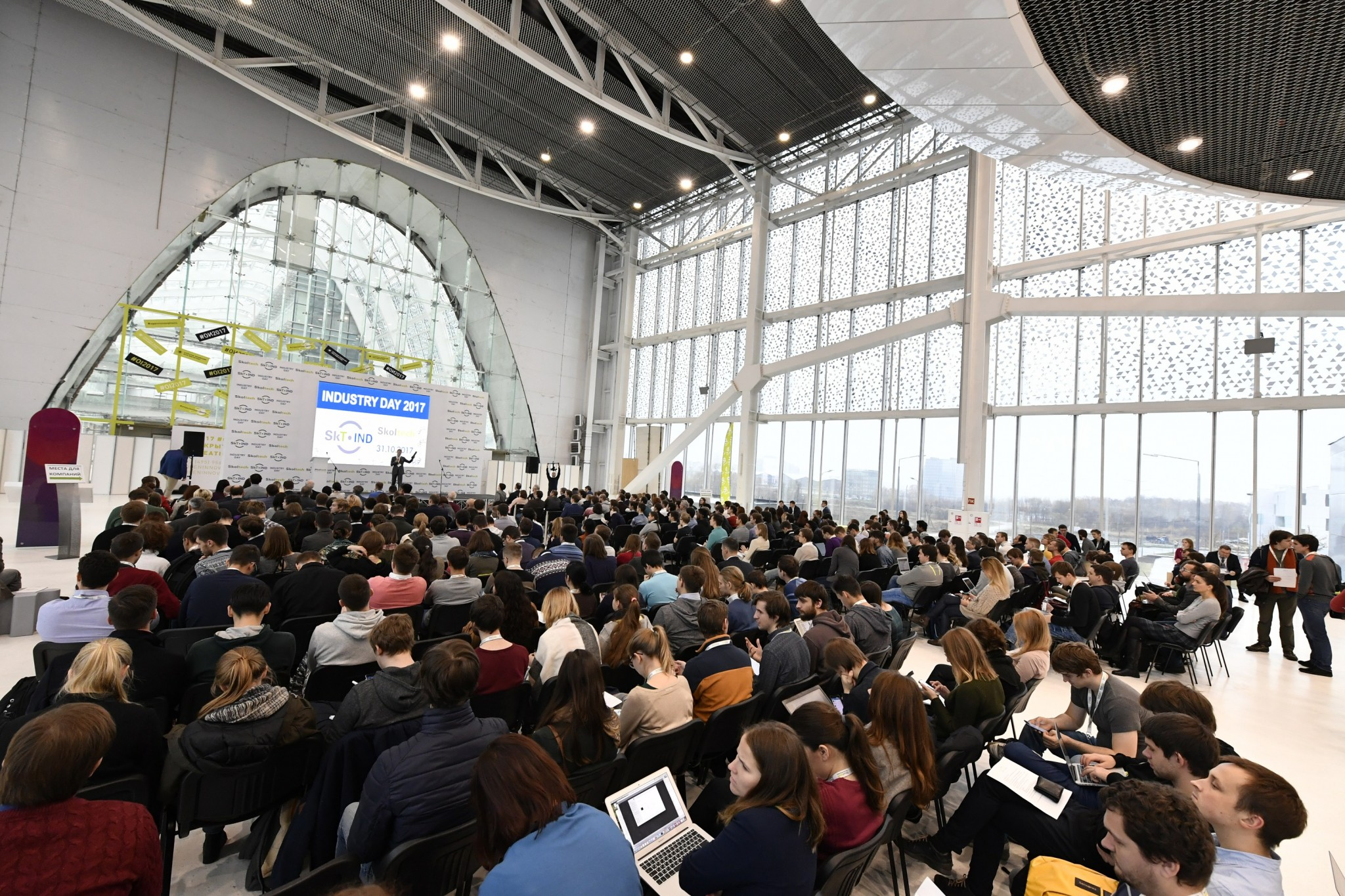 Hundreds congregate in the Skolkovo Technopark to celebrate Skoltech's strong ties with members of industry. Photo: Skoltech.