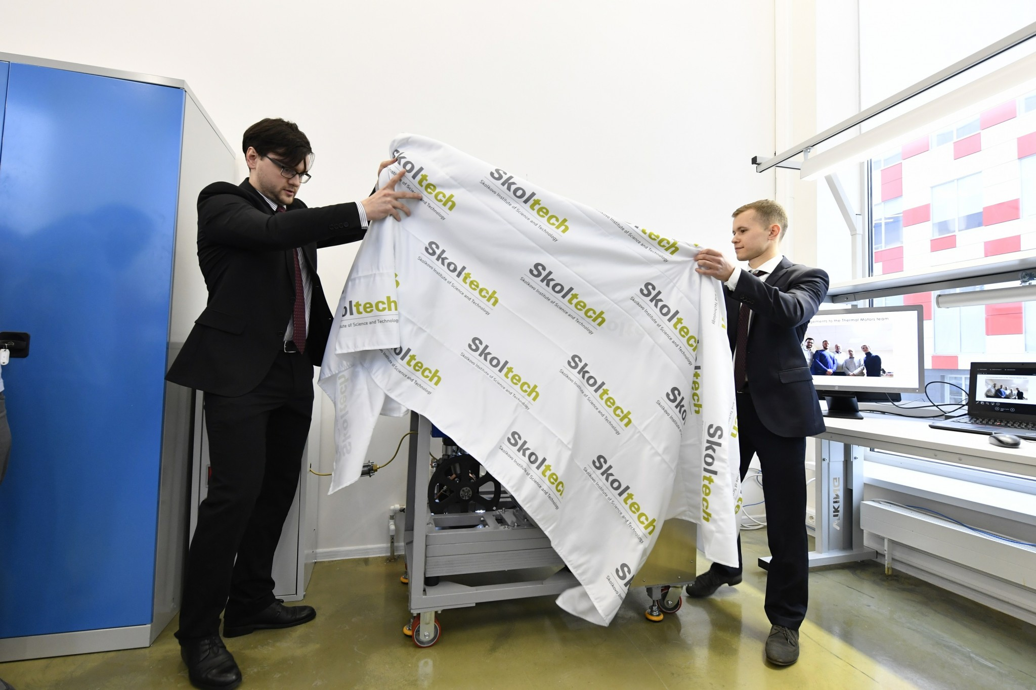 Smirnov and Saychenko reveal their creation in the Skoltech Center for Energy Systems. Photo: Skoltech.