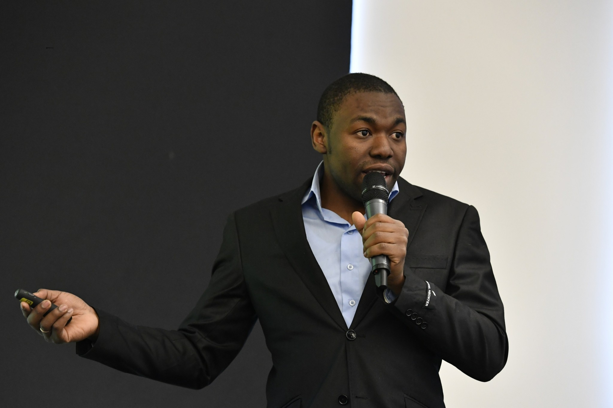 Skoltech's Daniel Kekere presents his team's project the UTM DRONMAP, a project dedicated to the development of a commercial grade drone traffic management system. Photo: Skoltech.