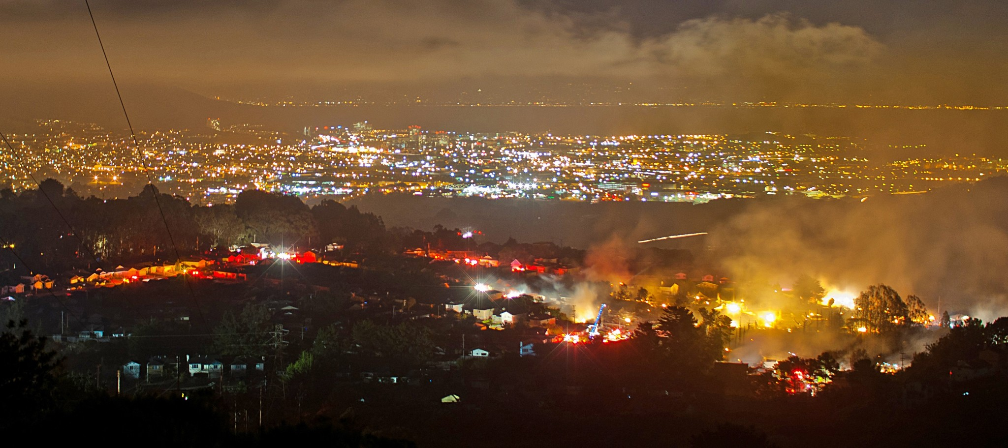 A fire burns in San Bruno, California following a deadly pipeline explosion in 2010. Photo: MisterOh // Wikimedia Commons.