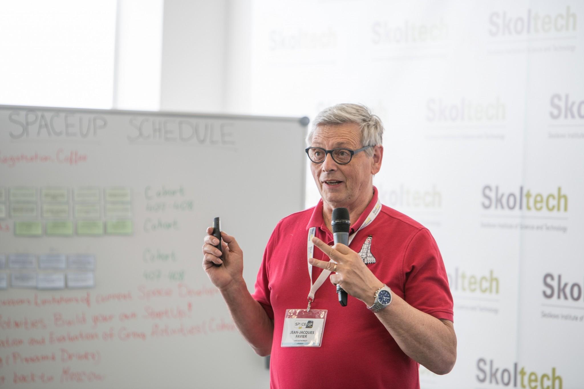 Жан-Жак Фавье выступает с лекцией на прошедшей недавно в Сколтехе антиконференции SpaceUp. Фото: Сколтех.