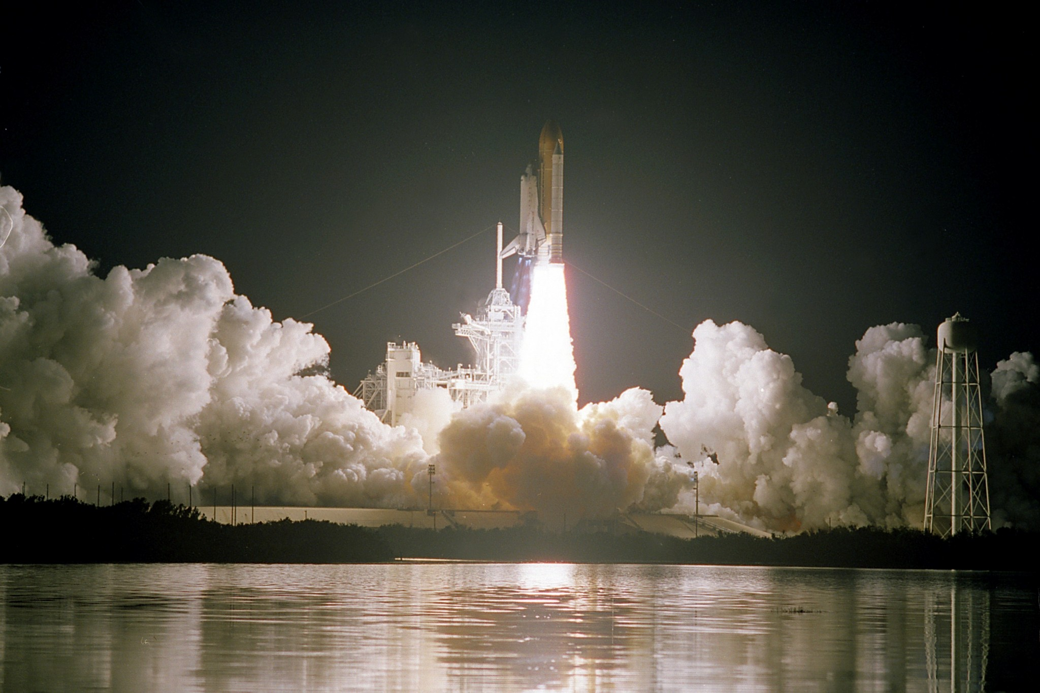STS-103, Nicollier's final mission, ascends into Space. Photo: NASA.