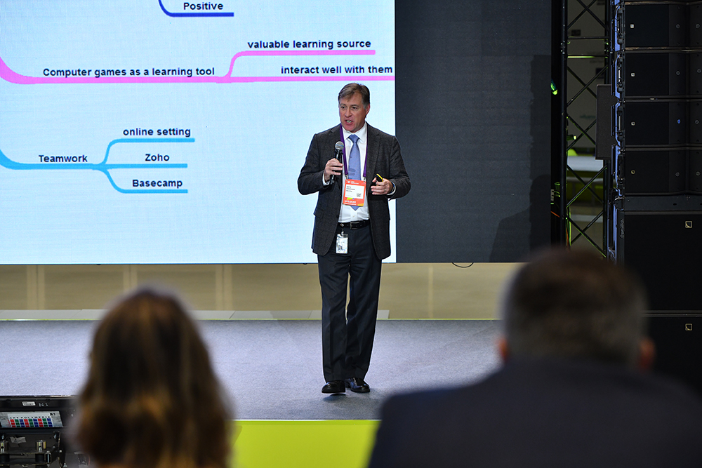 """At the Open Innovations gathering, Keith Stevenson – Skoltech's Associate Provost and Dean of Research – discusses how to educate """"digital natives"""" for breakthroughs in innovation. Photo: Timur Sabirov / Skoltech"""