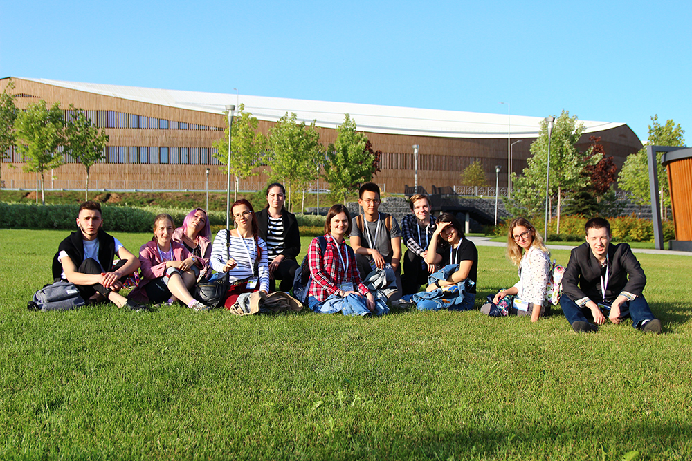 Maria Sokolova (in the center) and the summer school students with the new Skotlech Campus at the background. Photo: Yulia Gordeeva.