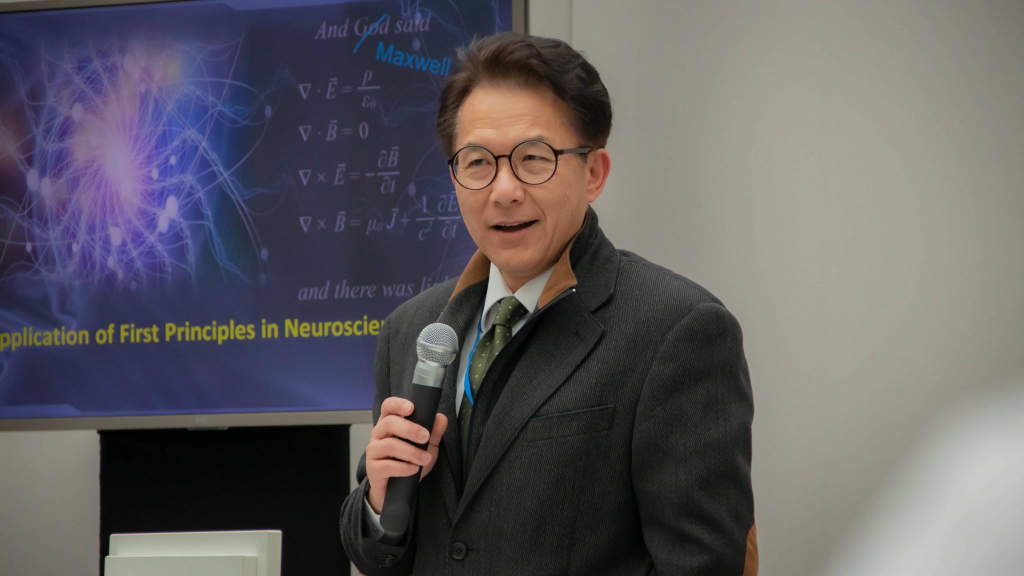 Фото: Профессор Йи Цзинь (научный сотрудник Центра нейрореабилитации Университета Южной Калифорнии, директор Центра лечения патологий мозга).