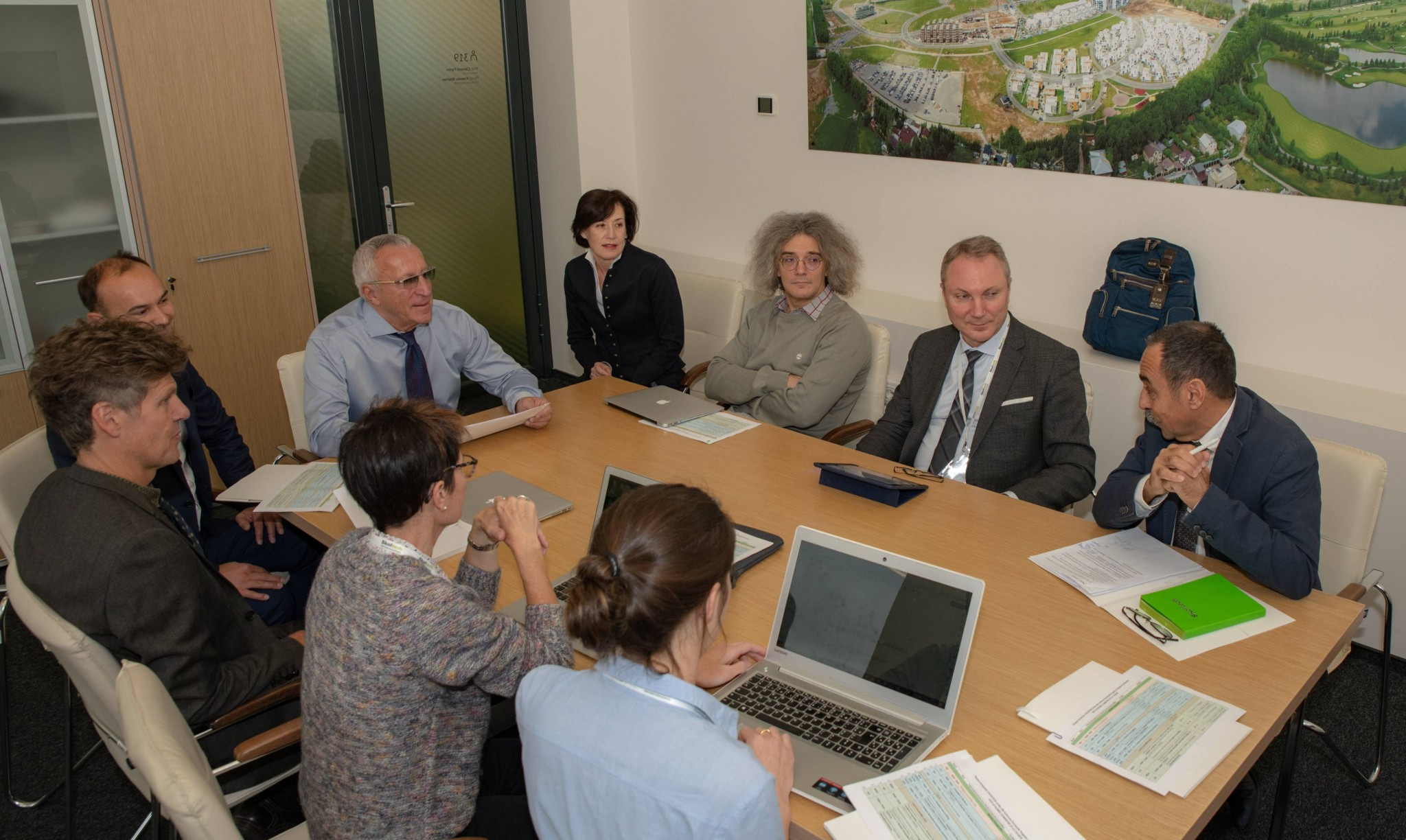 Image: HCÉRES representatives in discussion with members of Skoltech leadership and the Center for Life Sciences