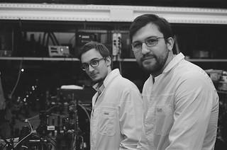 Фото: Аспирант Сколтеха Антон Бараников и научный сотрудник Сколтеха Антон Заседателев.