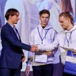 В. Каляев и участники ДНК-2020. Фото: Фонд А. Мельниченко