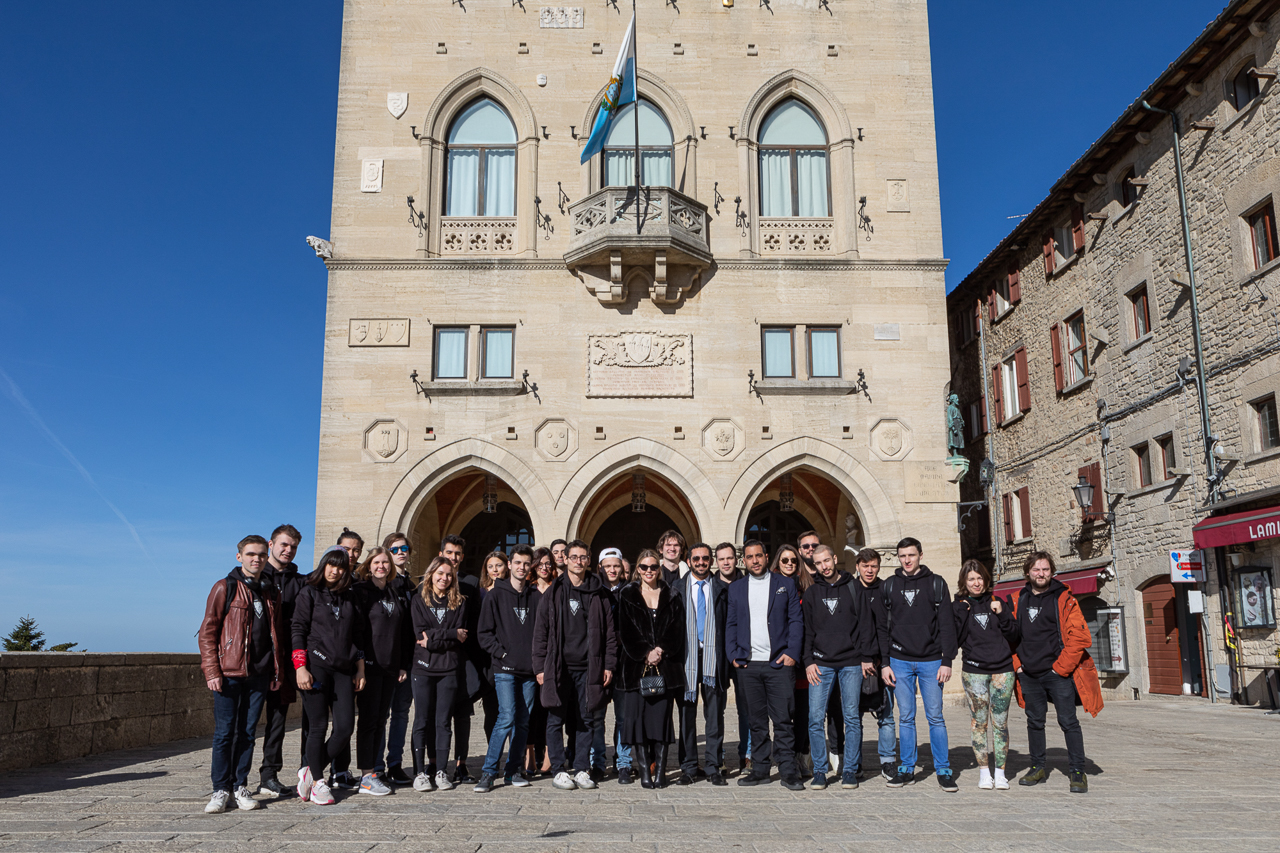 Group photo at Piazza della Libertà, students + Nuland team + investors from the US, just before visiting the Captains Regent (two presidents of the Republic of San Marino)