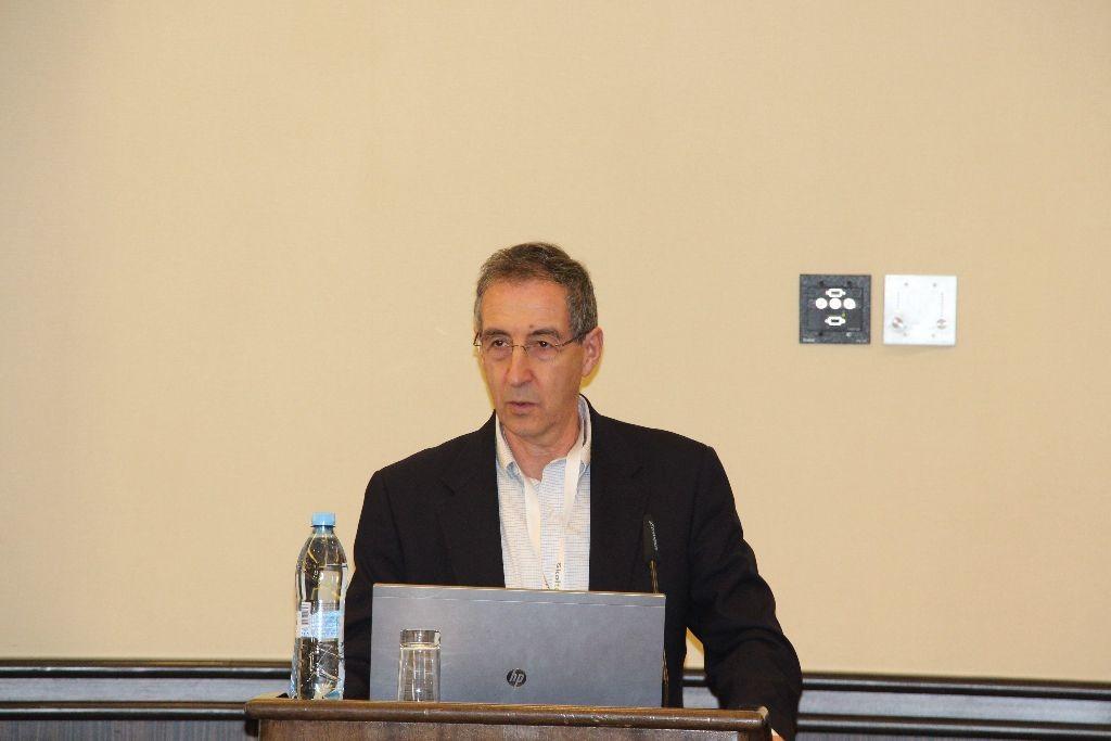Леон Сандлер – Директор Центра технологический инноваций центра Дешпандэ Массачусетского технологического института, на открытии конференции