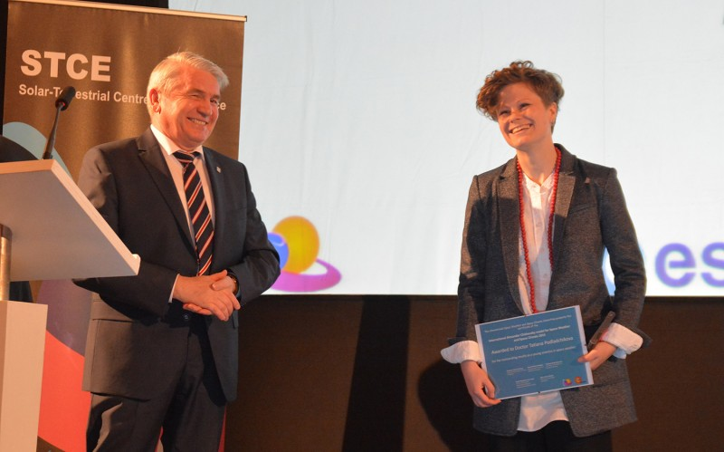Alexander Razumov, the director of the Mission of Rossotrudnichestvo in Belgium awarding Tatiana Podladchikova with The International Alexander Chizhevsky medal for Space Weather and Space Climate. photo: Olivier Boulvin